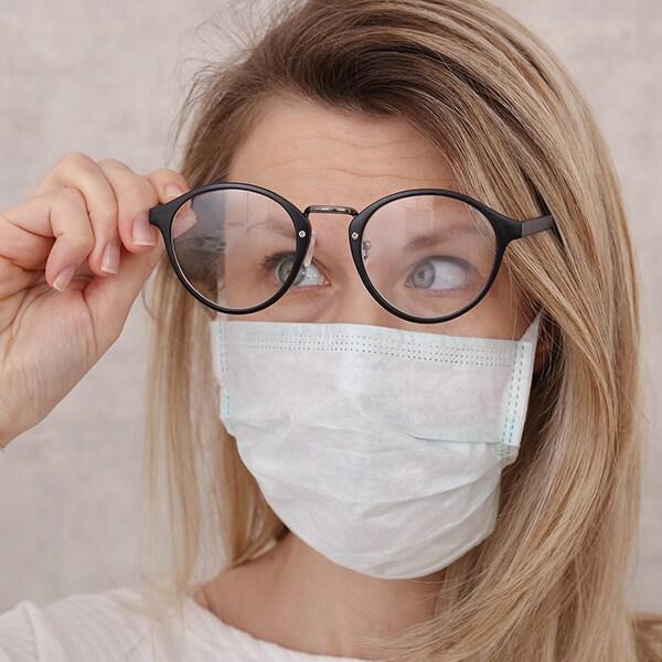 「マスクでメガネが曇る!」を解決する簡単アイデア8選