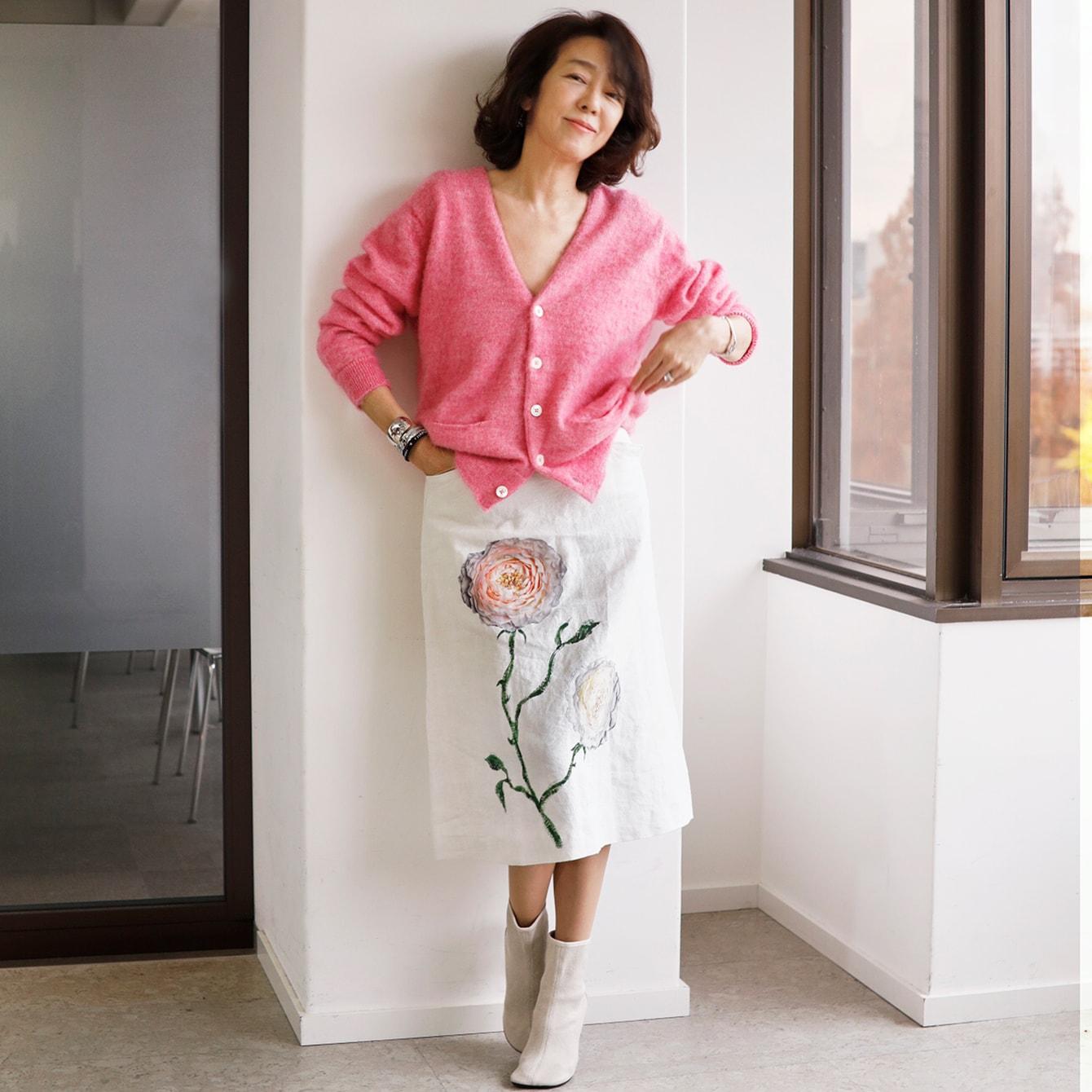 【モデル・小林麻美の私服コーデ】甘い春色をほっこりせずシャープに着こなすコツ