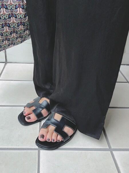 【人気スタイリストが提案】夏の黒は素材ミックスなら重くならない!スライダー1_5