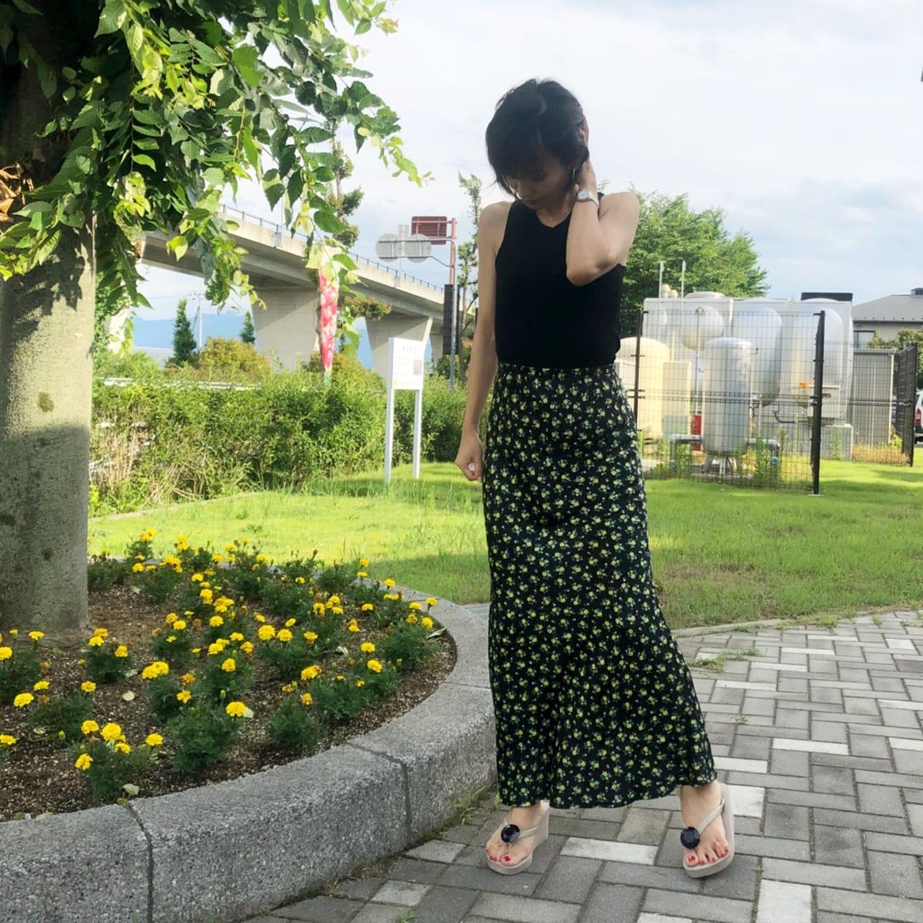 流行のフェミニンな花柄スカート。シルエット重視派も納得の一枚とは?
