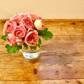 小さな花を、ふだんの器で気軽に飾る 2