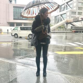 春なのに雨。春なのに寒い。そんな日のコーディネート