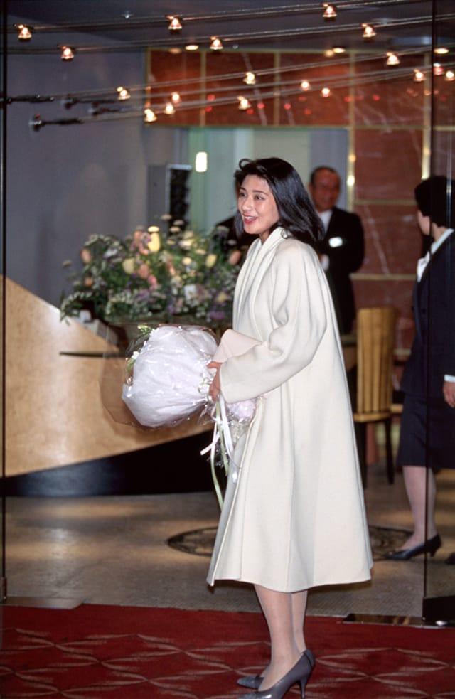 キャリアか結婚か」若く美しい雅子さまの決心…誠意と愛情溢れる婚約 ...