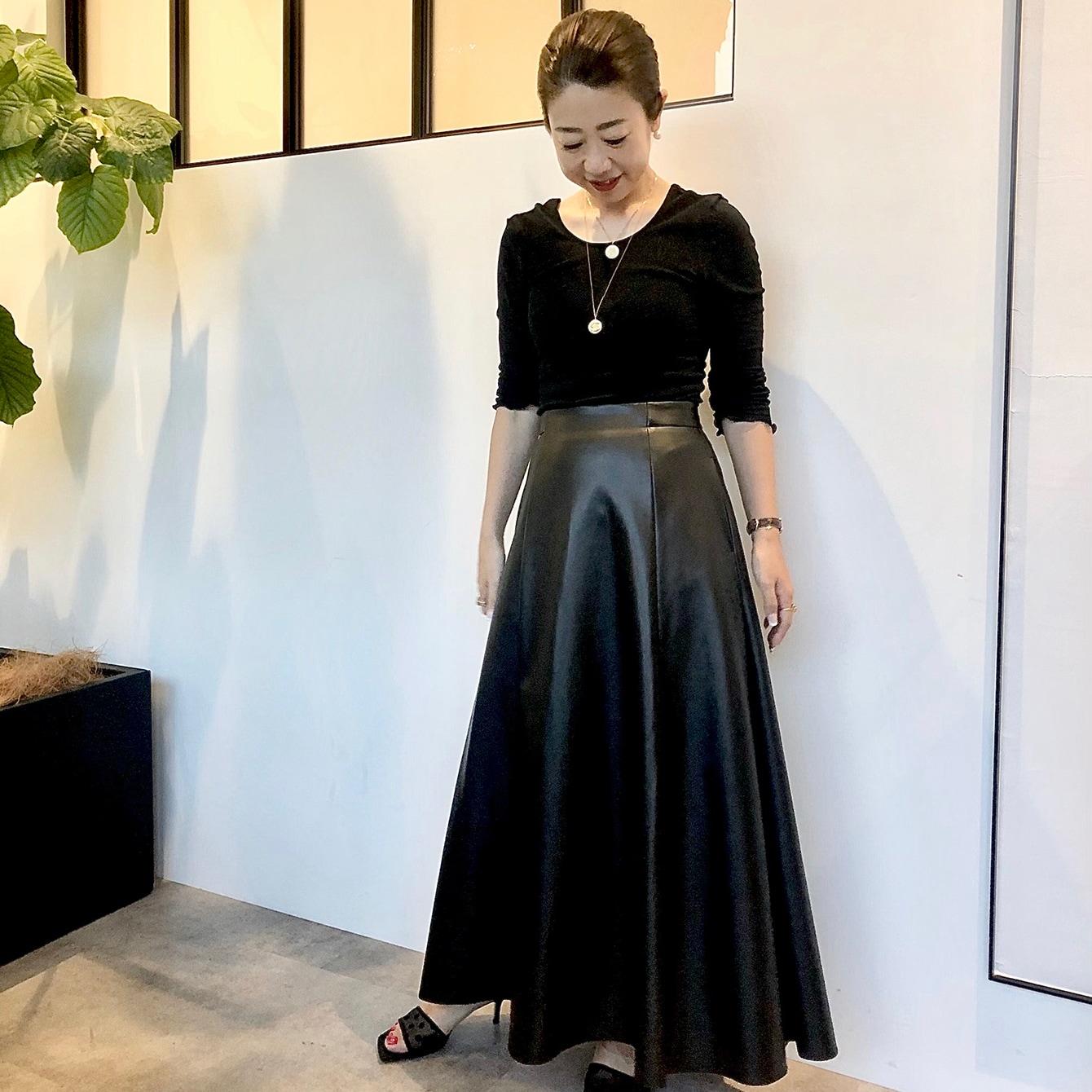 コスパ◎! 12000円で手に入る、モードなエコレザーのスカート