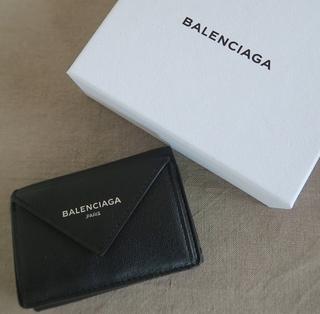 高機能で可愛い! バレンシアガのミニ財布。