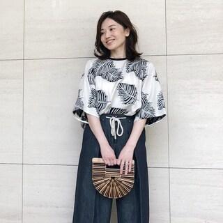 【動画あり】ミモレッタ山根亜希子さんがセレクト!リゾートにも、普段使いにも! 大人の柄トップス