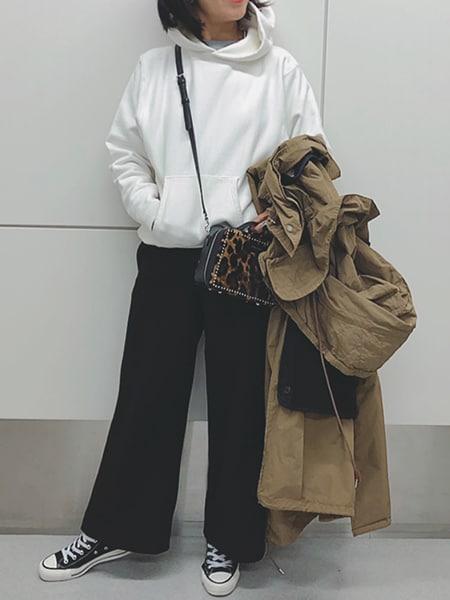 大人世代が「パーカー」を着るなら、デニムではなくウールのパンツスライダー1_2