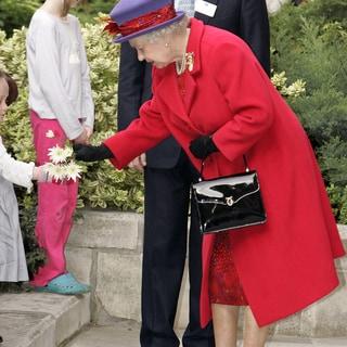 エリザベス女王もご愛用の「ロウナーロンドン」からキュートなミニバッグが登場!