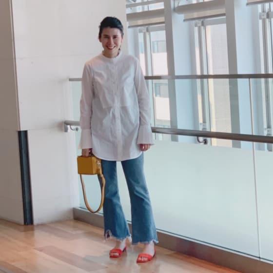 定番の「白シャツとデニム」。今年はどんな風に着る?