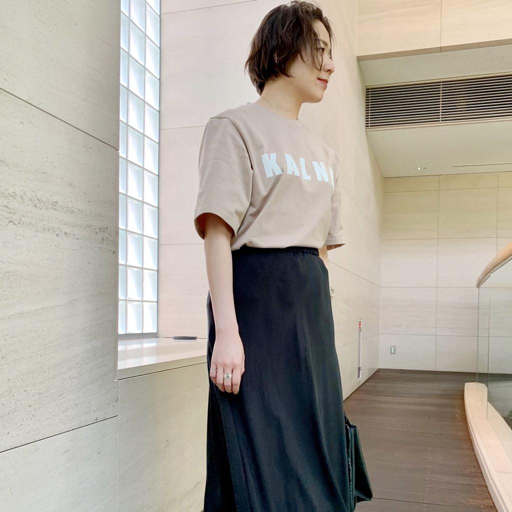 大人が着る「ロゴTシャツ」。サマになる選び方&着こなしのコツ