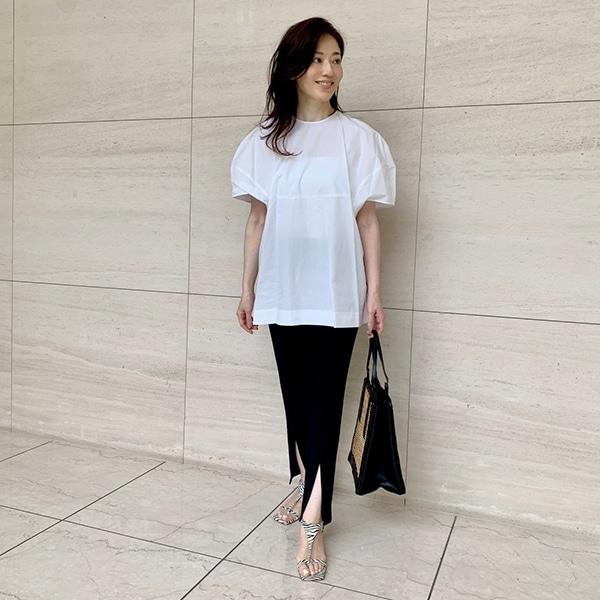 シャツよりブラウス派!の山根亜希子さんが選ぶ「夏のきちんとスタイル」