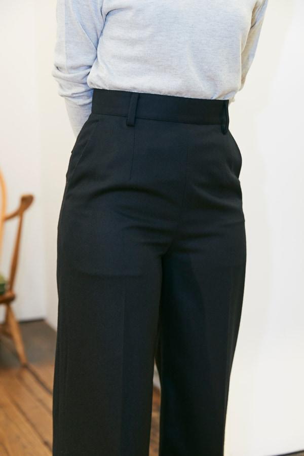 158㎝、42歳。普通の婦人がスタイルアップして見えるパンツって?〜①ウールパンツ編〜スライダー2_4