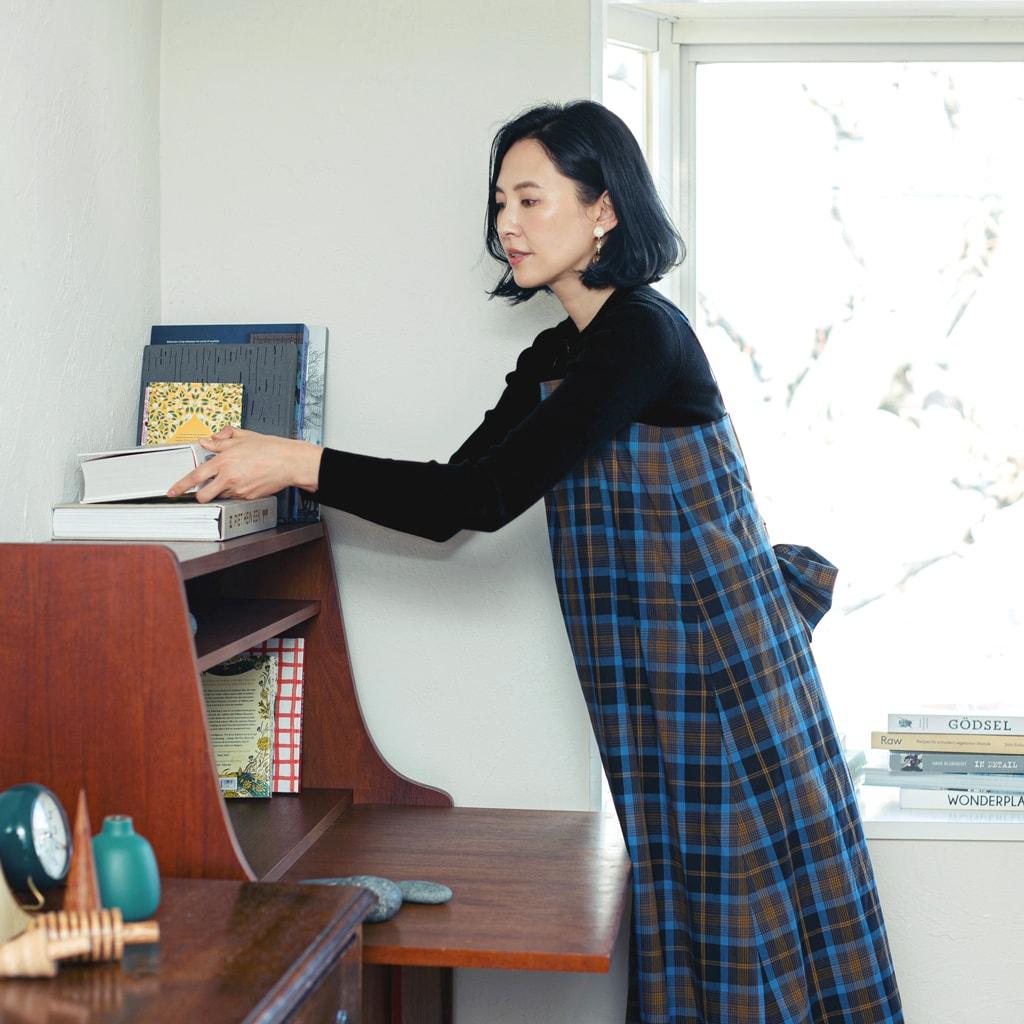 本棚はギャラリーのように。見せる収納のテクニック【モデルはまじ】