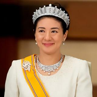 【ロイヤルファッション解説】皇室、王室に愛されるパールの付け方の違いとは?