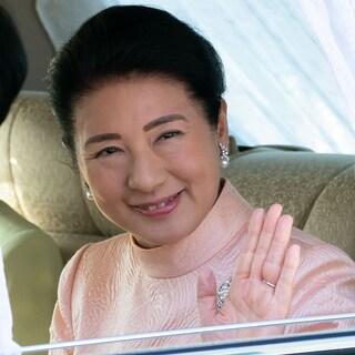 天皇陛下60歳のお誕生日は品格あふれるピンクのドレスで