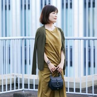 新鮮なカーキのワントーンで配色から秋を感じさせて