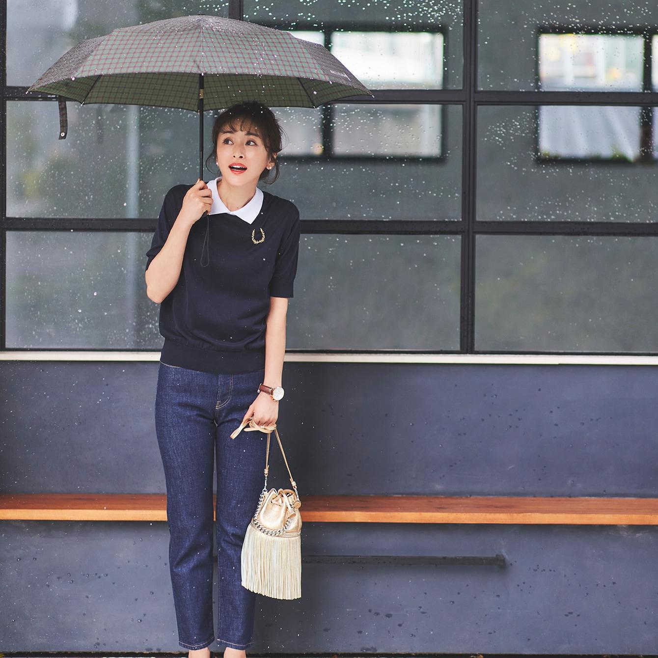 【雨の日コーデ】にわか雨が多い今年の梅雨は「軽量折りたたみ傘」と「撥水トレンド靴」が必須!