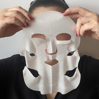 マスク生活でたるんだ顔に喝!カネボウの「スマイル パフォーマー」と「リフト セラム」を使ってみた!
