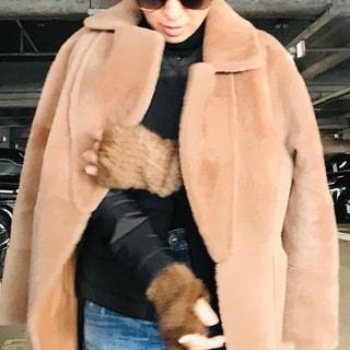 大草直子、極寒のパリで活躍したインナーダウン