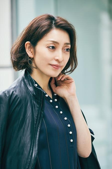 【女優の私服】フェミニンでおしゃれなパール付きワンピーススライダー1_3
