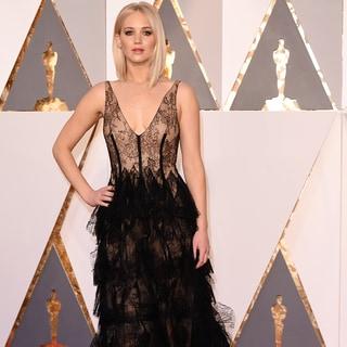 ティム・ガン、オスカーであの人気女優のドレスを「ド素人が!」と酷評する