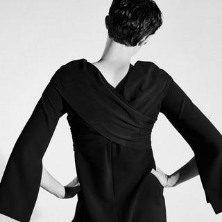 「無難じゃない黒ドレス」が見つかる、ミュラーのブラックライン