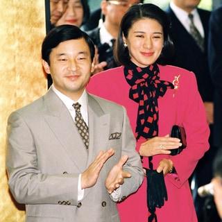 雅子さまのエレガントな装い11選「スカーフ&ボウタイで華やかに」