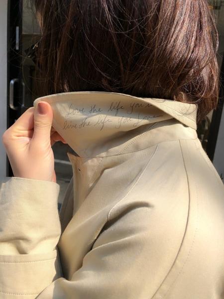 今年の春アウターはマディソンブルーのステンカラーコートスライダー1_3