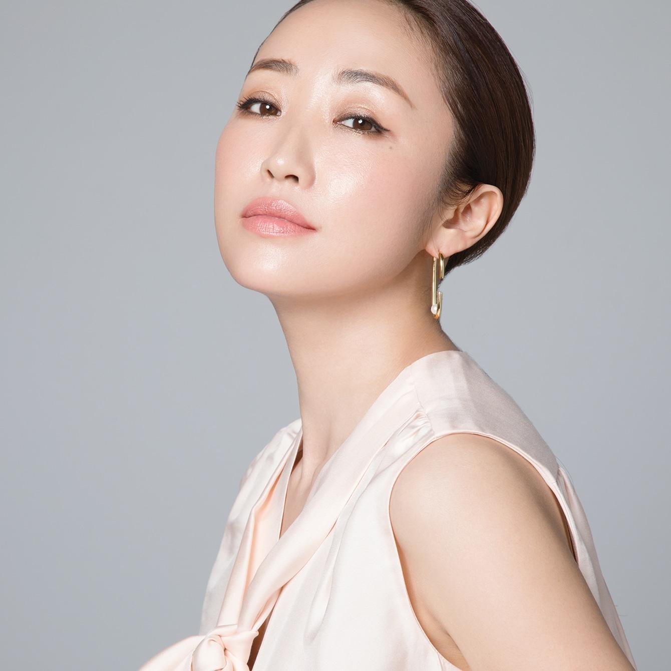 【神崎恵さん流】ファッションに合わせてヘアもメイクも変える方法