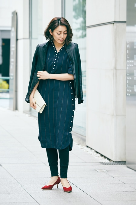 【女優の私服】フェミニンでおしゃれなパール付きワンピーススライダー1_1