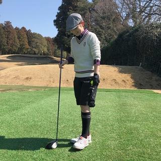 女性のゴルフウェア、桃レンジャー問題について