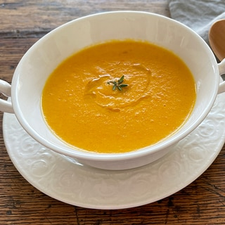クセになる味と香り! 人参とココナッツミルクのスープ