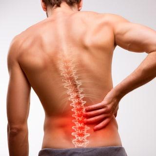 「腰痛は寝ていれば治る」は間違い!?医師が教える危険な腰痛と治し方