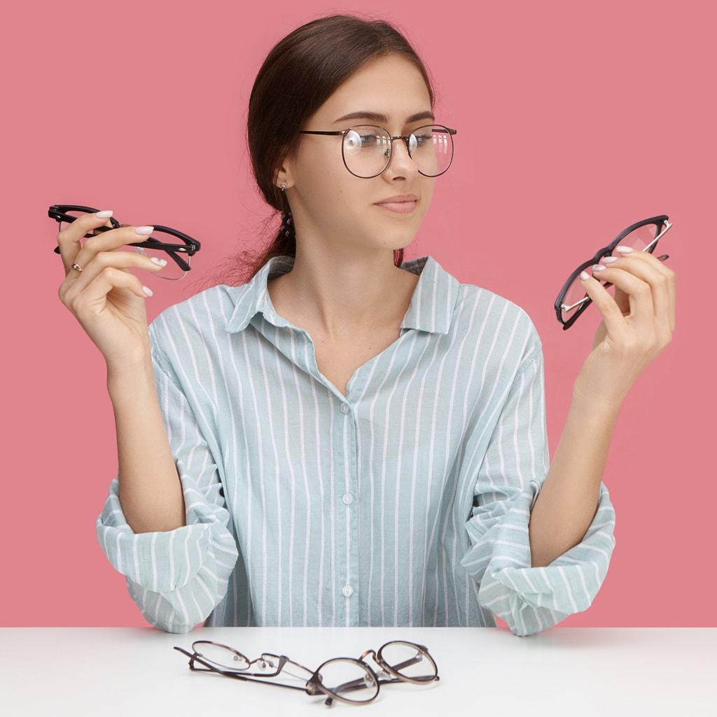 【40代からのメガネ選び】髪型別・似合うメガネ選びのポイントは?