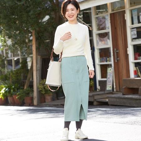 【40代の春コーデ48選】白いバッグや靴で洗練されたスタイルに