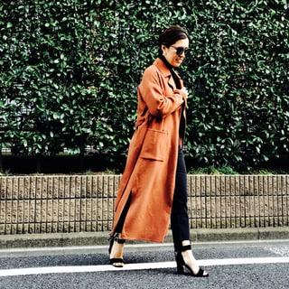 【大草直子コーデ】秋冬コーデが華やぐカラーコートの着こなし14