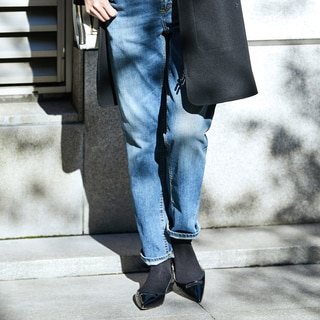 冬のパンツの足元は、黒ソックスと黒パテントシューズがあれば!