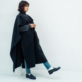 万能なネイビーのローファーを佐田真由美さんが愛する理由