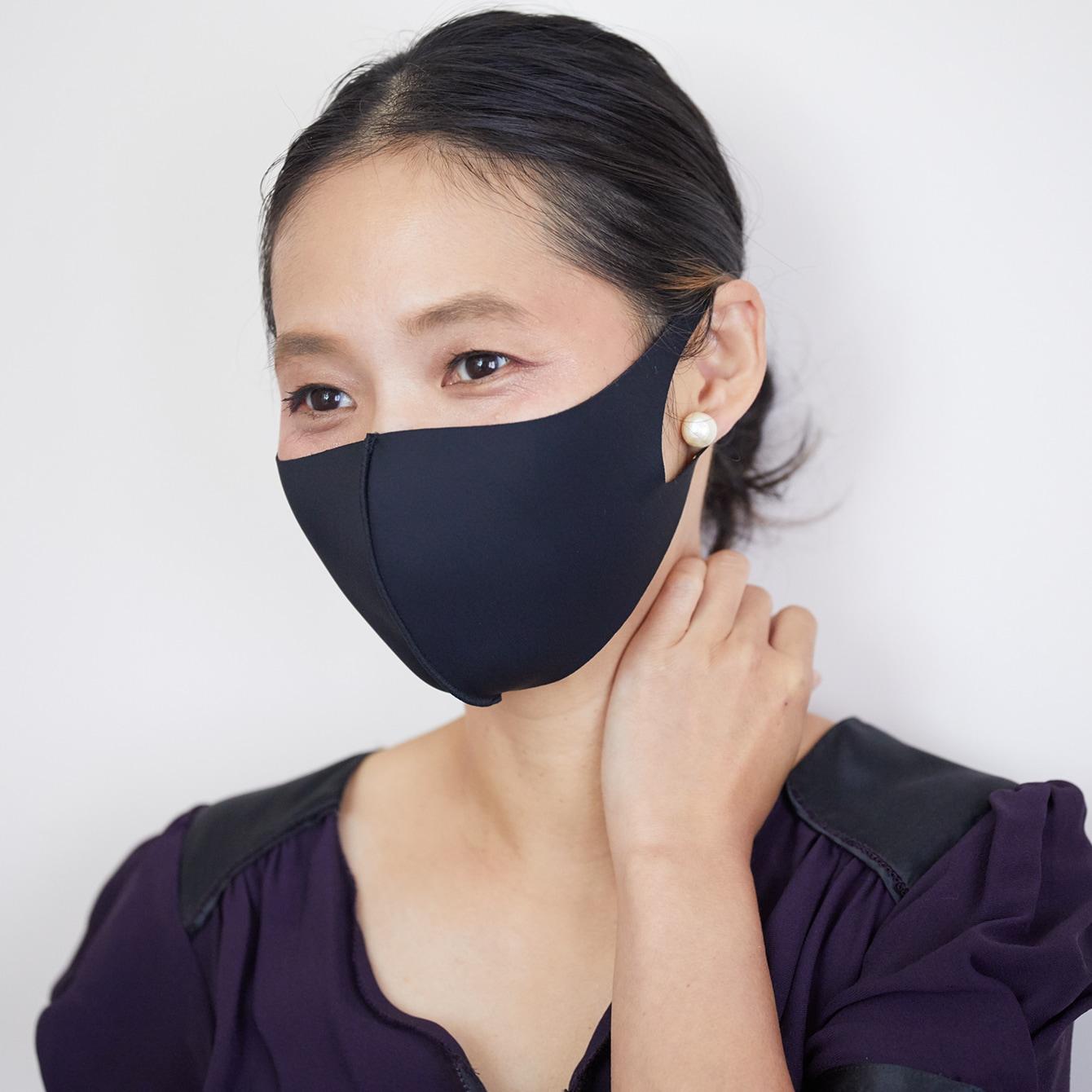 【マスクの色別メイク】汚れが気にならない黒マスクは赤系ボルドーで華やか顔に