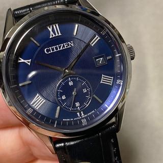 【6万円以下】仕事シーンに知的に映える時計はブルー&白フェイス