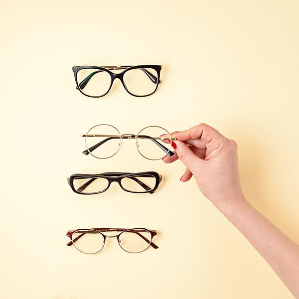 【40代からのメガネ選び】老眼鏡ビギナーにおすすめのフレームは?