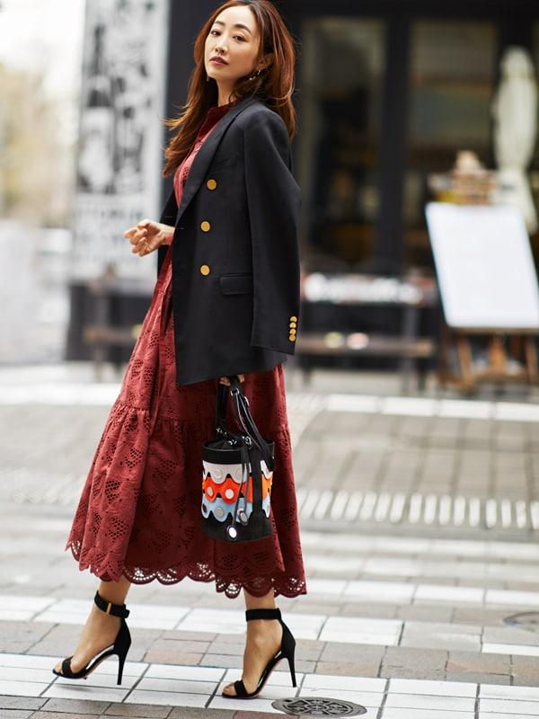 【神崎恵】フェミニンなワンピースはジャケットで辛口に仕上げるスライダー1_2
