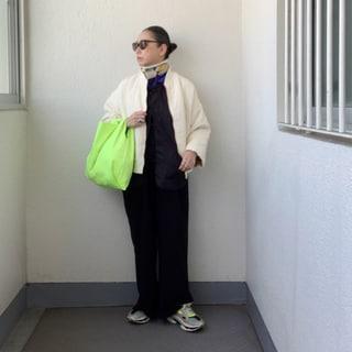 50代ファッション学。「定番色×ネオンカラー」で春を先取り!