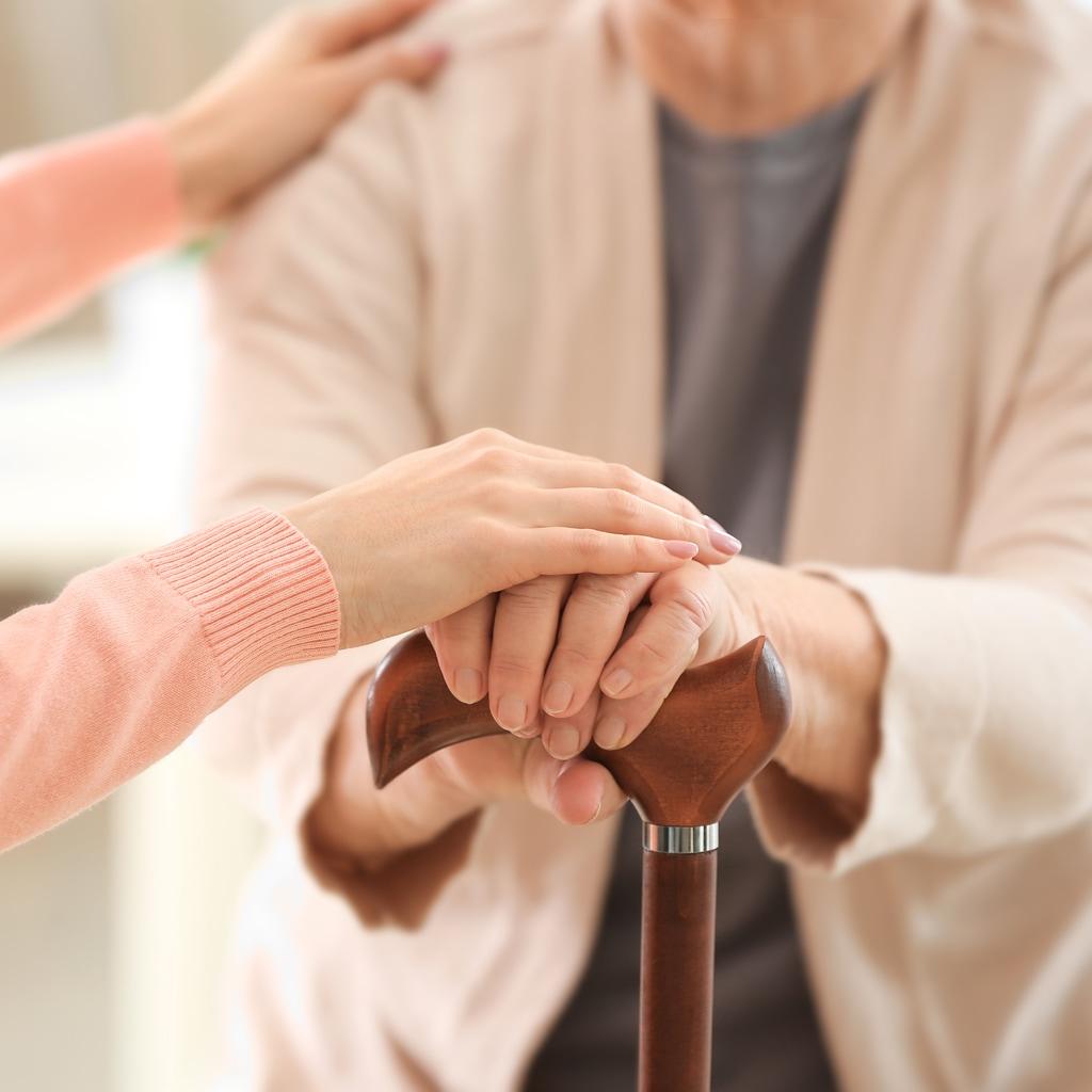「親に優しくできない」のは薄情じゃない!介護以前の高齢親との付き合い方