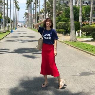 Tシャツの日のボトムはニットスカートで女っぽさをプラス