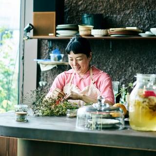 料理人・野村友里さんに聞く「料理に重宝する育てやすい野菜とハーブ」