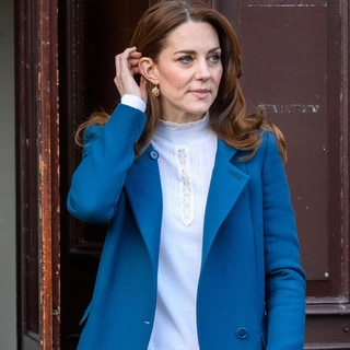 キャサリン妃とメーガン妃、ブルーのコートの着こなし、どちらが好き?