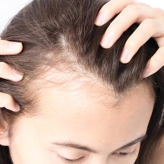 【薄毛悩み】髪を知り尽くしたヘアライターが自宅で行っている予防法とアイテム