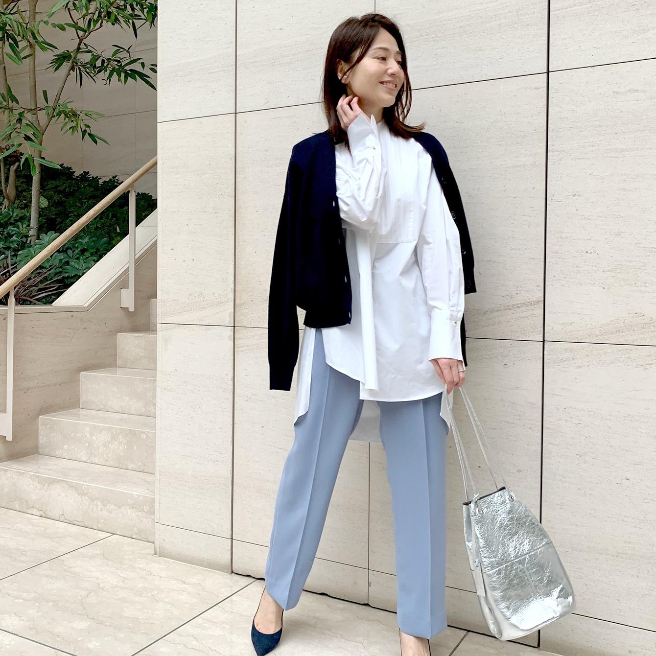 新鮮なブルーのパンツで春を先取り!【フェミニン代表・山根亜希子さん】
