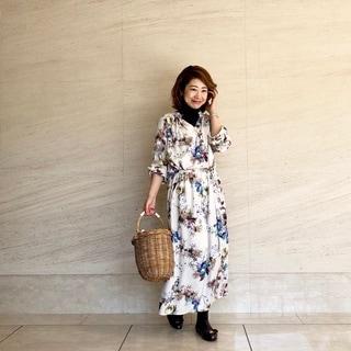 花柄ワンピースと髪のスタイリング剤、それから眉毛グッズ… by鈴木亜矢子